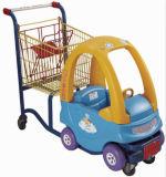 Carrello dell'automobile del supermercato di acquisto della sede dei capretti