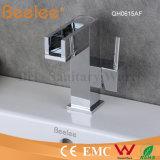 Robinet faible de bassin de salle de bains de cascade à écriture ligne par ligne de l'arc DEL de la Chine de nouvelle conception