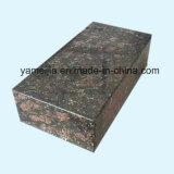 Il favo di pietra riveste la parete di pannelli divisoria di alluminio