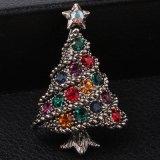 De gevoelige Groene Gekleurde Hete Verkoop van Chamrs van de Stijl van de Boom van Jjewelry van het Kristal van de Gift van Kerstmis van de Broche van Kerstmis van de Elementen van het Email Mooie Volledige