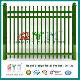 El piquete soldó las cercas de piquete del hierro labrado de la cerca
