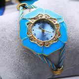 De Horloges Goldtone van de Vrouwen van de Armband van de fonkeling