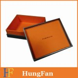 Boîte-cadeau noire avec le logo fait sur commande