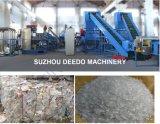 Lavaggio delle bottiglie del coke dell'animale domestico che schiaccia riciclando la linea di produzione