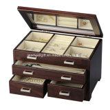 Caja de madera de la joyería con el rectángulo de almacenaje