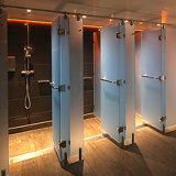 Glace Tempered de salle de bains avec des trous et des bords de meulage
