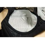 女性のランジェリーの下着セットを形づけているニースのブラのレースの調節可能な女性
