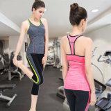 Y-Back 88%Polyester+12%Spandexの運動試しによってパッドを入れられる女性のタンクトップ