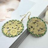 Зеленый цвет золота обруча веревочки штемпелюя серьги листьев цветков бабочки
