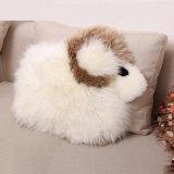 かわいい子ヒツジの動物の形の羊皮のプラシ天のクッションか枕
