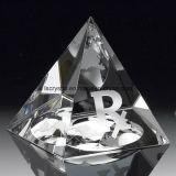 Laser 3D, der Kristallglas-Pyramide-Preis-Trophäe für Fertigkeit graviert