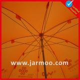 Ao ar livre estalar acima o guarda-chuva de Gardon