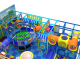 Дети размечают опирающийся на определённую тему крытое оборудование спортивной площадки