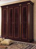 Guardaroba intagliato classico della mobilia di legno