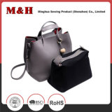 Form-eingebaute Paket-Schulter PU-lederne Handtaschen mit Troddel