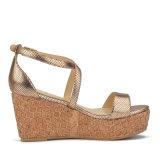 (Donna-in) le donne classiche di stile incuneano i sandali dell'alto tallone