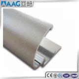 Aluminio que hace publicidad de tarjetas de la muestra