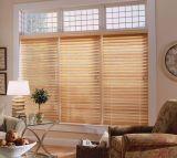 De horizontale Zonneblinden van het Venster van het Latje Houten Venetiaanse voor het Decor van het Huis