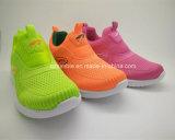 Chaussures molles de sport d'enfants de garniture de vente chaude