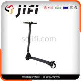 Individu équilibrant le scooter électrique, scooter portatif de coup-de-pied de deux roues à vendre