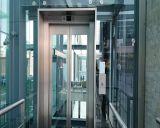 مسافر مصعد مع يرصّ غرفة من الصين
