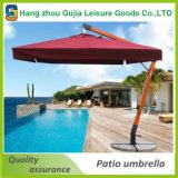 屋外の庭または浜のための日傘を折るテラス