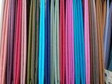 Цвет белизны тканей одежды полиэфира исламский