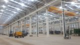 Edifício industrial claro do armazém da estrutura da sala de exposições do carro do frame de aço de Prebaricated