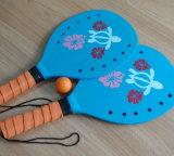 おもちゃのゲームの合板浜のテニスラケットの球