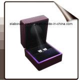 LEDライトが付いている贅沢な木製のスタック可能宝石箱