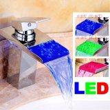 Des LED-RGB helle Bassin-Wannen-moderner Hahn Chrom-Wasserfall-Badezimmer-Bassin-Hahn-3 der Farben-LED