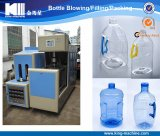 La botella de agua plástica hace la máquina