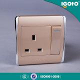 Igoto -新しい様式のBiritish標準Chormingフレーム13Aの壁スイッチ