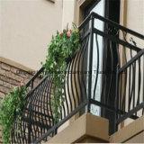 大邸宅の装飾的な錬鉄階段柵