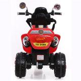 Le motocycle rechargeable joue le cycle de moteur électrique de gosses