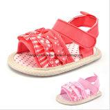 Pli d'intérieur inférieur mou de chaussures de bébé