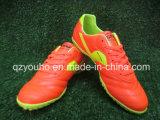 Sapatas ao ar livre leves do futebol das cores vermelhas