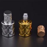 びんの空の香水のこはく色のガラス装飾的なロール