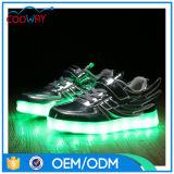 2017台の晋江の新しいデザインスニーカーLEDの人の製靴工場