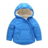 新しいモデルの赤ん坊の冬のHoodyのジャケット、卸し売り側面のジッパーの赤ん坊の衣服