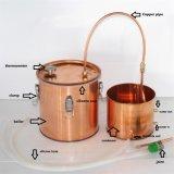 Del whisky del whisky de la destilería todavía del cobre crisoles para hacer el alcohol