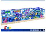 Подводный опирающийся на определённую тему парк атракционов с большим скольжением