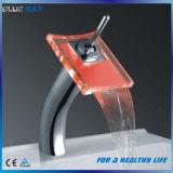 Messing-LED-Badezimmer-Bassin-Hahn mit Cer-Zustimmung