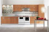 Isola moderna dell'armadio da cucina della lacca