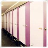 Color de madera vestir hermosa y limpia de reparto de habitaciones