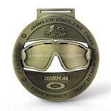 カスタムマレーシアのギョロ目の形38kmのフィニッシャーのサイクルの競争メダル