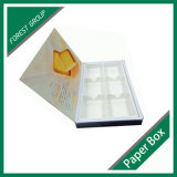 Rectángulo de empaquetado blanco del chocolate con las piezas insertas