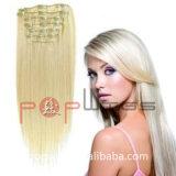 Совсем человек может быть покрашенными зажимами волос цвета в выдвижении