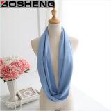 女性の冬のアクリルの編まれたふさの柔らかいショールの無限スカーフ