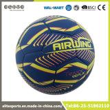 装飾的なパターンサッカーボールが付いているプリント